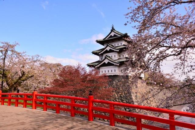 春の弘前城